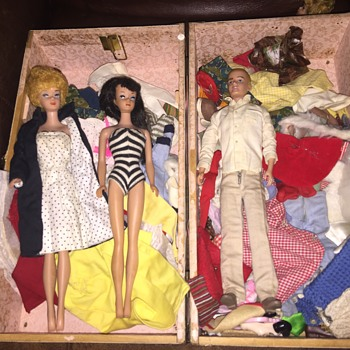 3 vintage barbies and clothes