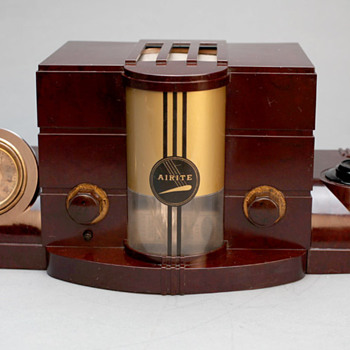 "Airite model 3010 ""Desk Set"" Bakelite Tube Radio - Radios"