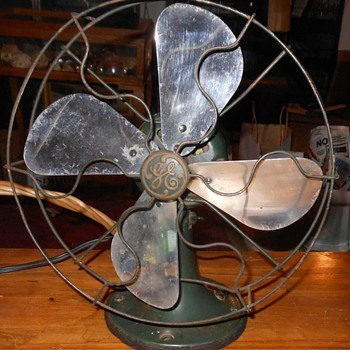 GE Model 19X257 Electric Fan Late 20s.