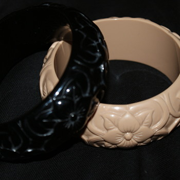 Plastic Vintage Bangle - Costume Jewelry