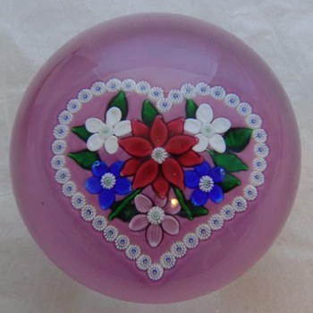 St. Louis 1983 Valentine Bouquet Paperweight - Art Glass