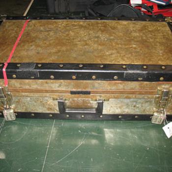 Help identifying a trunk.