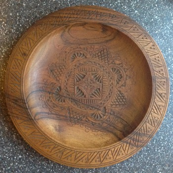 Turned and decorated wooden plate - Folk Art