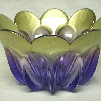 "Tulip Glass Bowl""XX century                    - Art Glass"