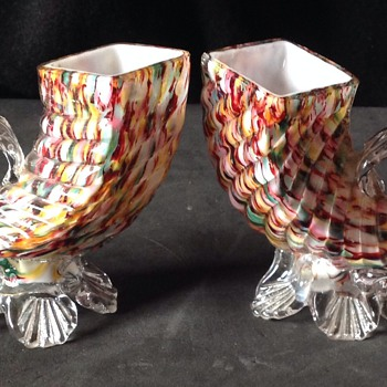 2 x small honeycomb harlequin, cased & ribbed Cornucopia vases.