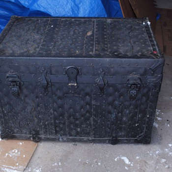 Leather? Flat-top Trunk - Toronto - Canada - Victorian Era