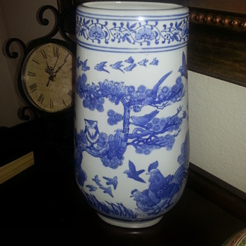 BLUE AND WHITE CHINA VASE - Asian