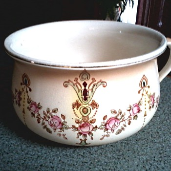"Crown Devon S. Fielding & Co. Ltd. Stoke on Trent Chamber Pot /Devonware ""Etna"" Pattern / Circa 1911 - China and Dinnerware"