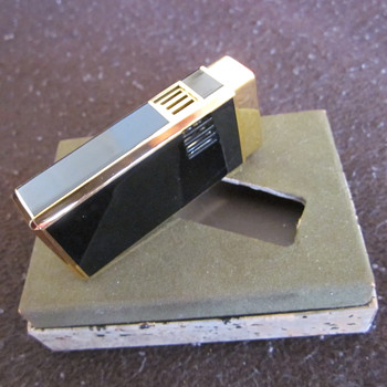 Unknown cigarette lighter - Tobacciana