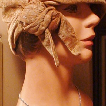 Vintage Flapper Cloche Hat On Vintage Mannequin Head - Hats