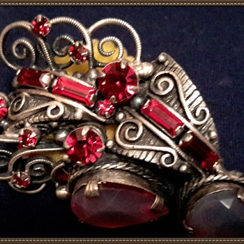 Vintage ruby brooch - Costume Jewelry