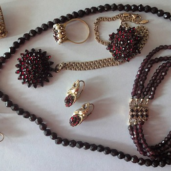 Collection Antique Gold Garnet Jewelry - Fine Jewelry