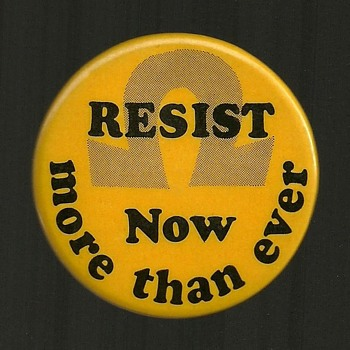1972 RESIST, Draft - Vietnam Pinback Button - Medals Pins and Badges