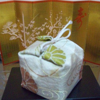 Mystery Furniture or Accessory in the Hina Matsuri set