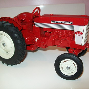 1959 Ertl International Harvester 340