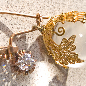 Beautiful earrings gold globes with a Diamond maybe