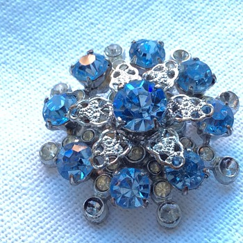 Vintage brooch - Costume Jewelry