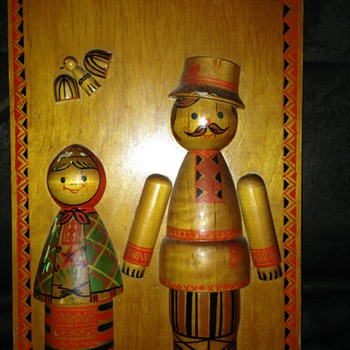 Cool wood plaque with dolls. Text on back.