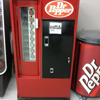mid 60&#039;s cavalier uss-8-64 Dr Pepper vending machine