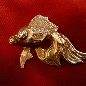 Vintage Brass Popeye Fantail Goldfish Brooch, Flea Market Find, 50 Cents! - Costume Jewelry