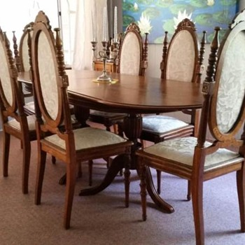 Lovely dining suite