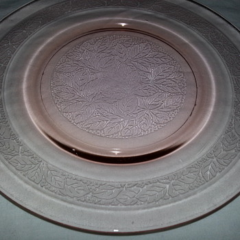 LEAF BAND  PLATES  IN PINK