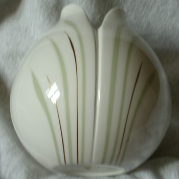 Royal Doulton... Impressions Series by Gerald Gulotta tulip vase - Art Pottery