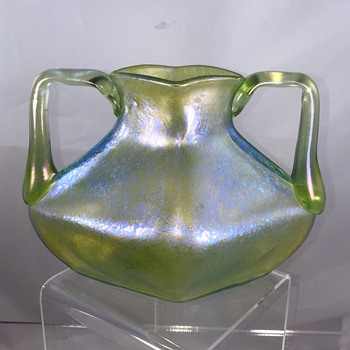 Loetz Marie Kirschner Design, Olympia with Ozon Cisele Double Handled Vase PN 1090/6, ca 1904