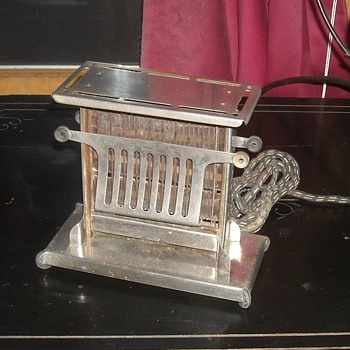 Landers, Frey and Clark Pinch Toaster Model E944 Circa 1920s