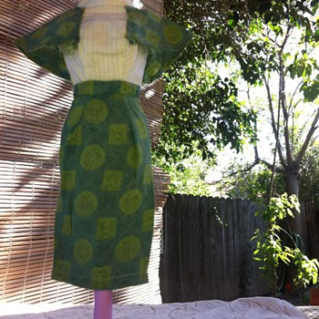 Vintage Barbie size asian style dress can't find it anywhere please help does anyone know about this dress fits barbie perfect