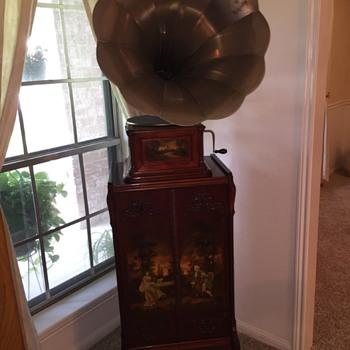 1905 Douglas Art Case phono & matching record cabinet - Records