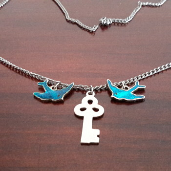 1940s/1950s  silver&enamel blue birds&key necklace