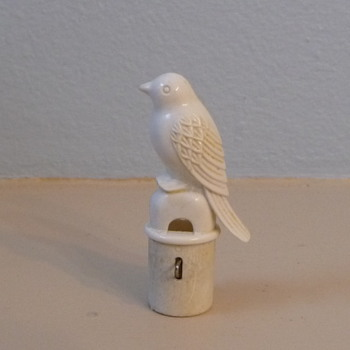 Bottle stopper-Vintage plastic bird bottle stopper. - Breweriana