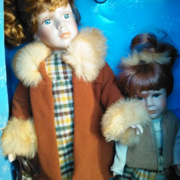 China made bisque porsalin dolls twin pack Kneed to know. - Dolls