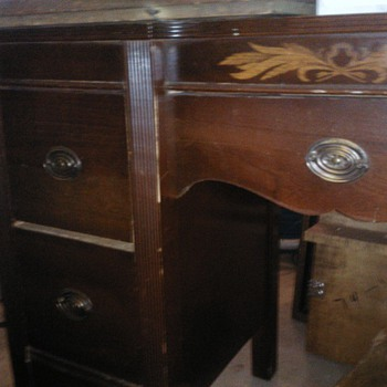 desk and dresser - Furniture