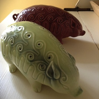 Porcelain large pig shakers - Pottery