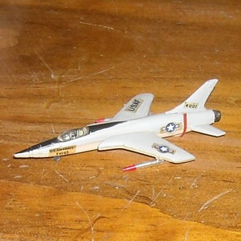 Bachmann Mini-Planes F-105 Thunderchief