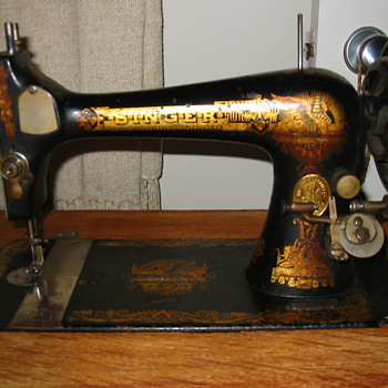 Vintage 1900 Model 27 Singer Sewing Machine - Sewing