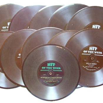 "1930-1932 ""Hit Of The Week"" 78 rpm Records Made of Durium - Records"