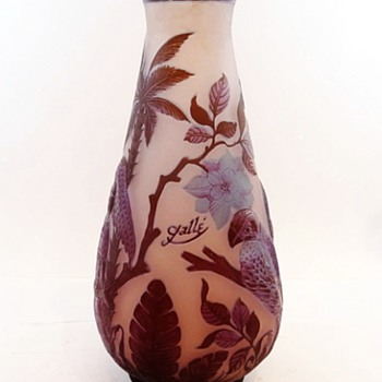 Gorgeous Galle Parrots In A Tree Vase (With A Small Problem) - Art Glass