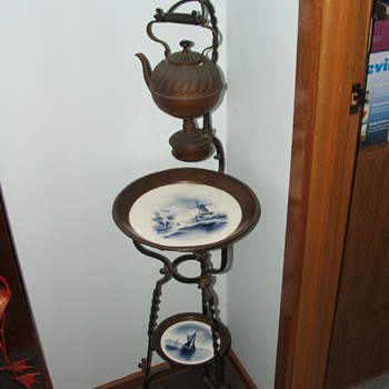 Tea warmer on hall stand