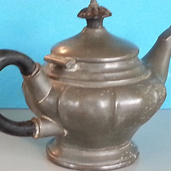 Unidentified Teapot - Kitchen