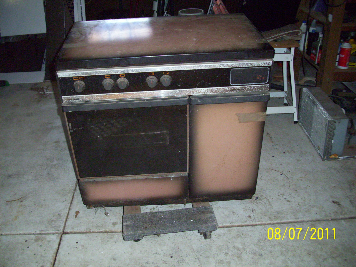 aristron 4 burner italian stove with rotisserie 1983 model collectors weekly. Black Bedroom Furniture Sets. Home Design Ideas