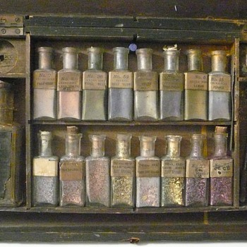 The Earliest Existing Commercial Paint Box Set? Collection Jim Linderman - Bottles