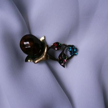 Vintage Rhinestone brooch. - Costume Jewelry