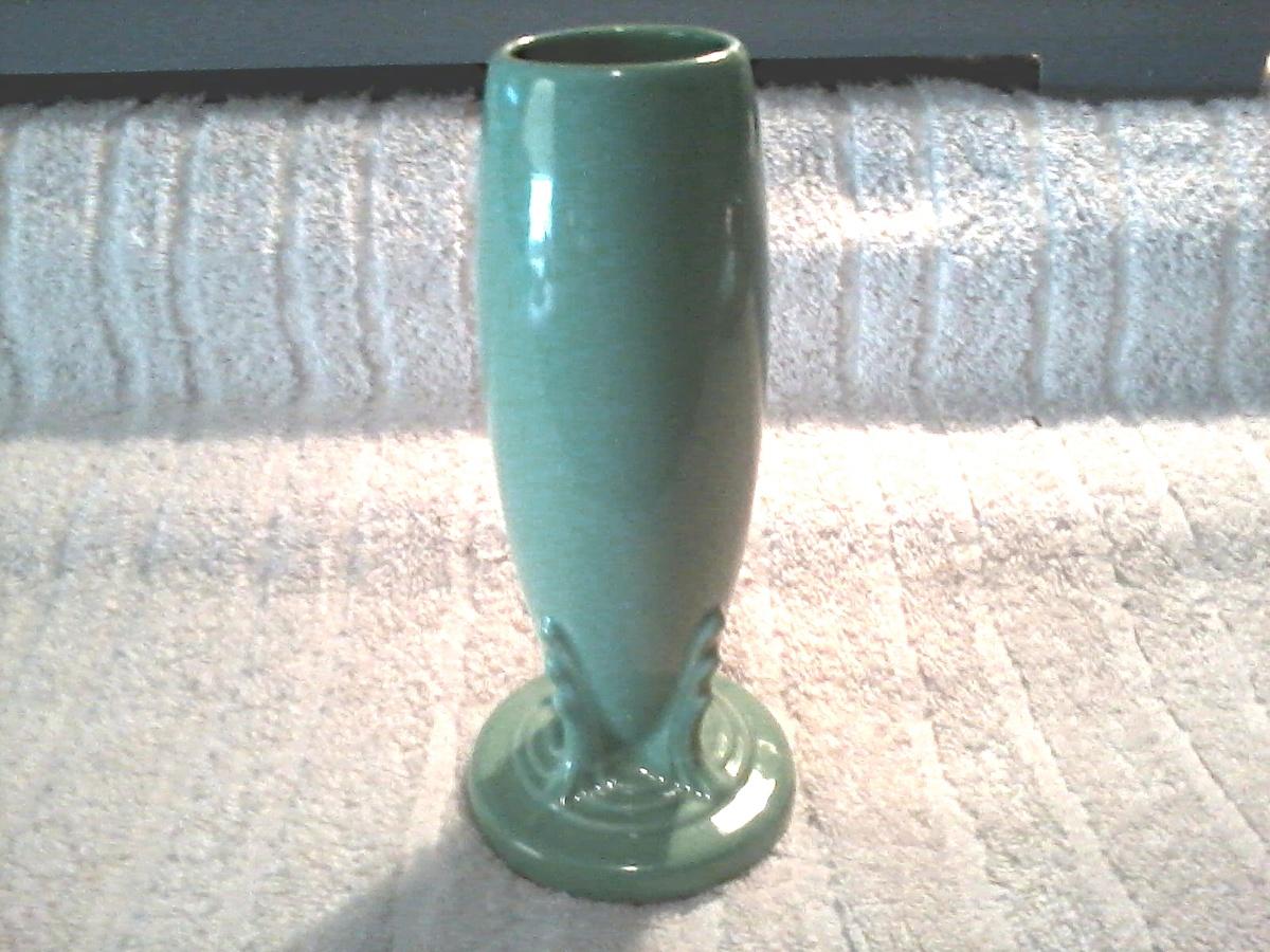 fiesta ware deco bud vase by homer laughlin lt green or original green original design. Black Bedroom Furniture Sets. Home Design Ideas