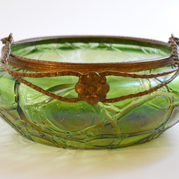 Kralik Art Nouveau Crackle Bowl, Circa 1920 - Art Glass