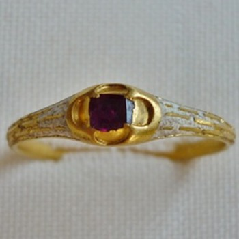 24k Gold ring whit ruby and emaille 15th century medieval  - Fine Jewelry