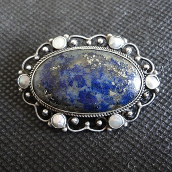 Pretty lapis lazuli and mother of pearl silver brooch c. 1900 - Fine Jewelry