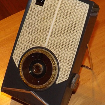 Westinghouse H697P7 Transistor Radio from 1959